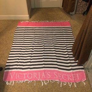 Victoria's Secret Bedding - Beautiful Victoria's Secret throw or beach blanket
